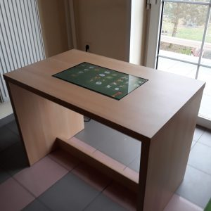 """Pevný stůl """"U"""""""
